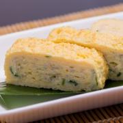 じゃこ・三つ葉入だし巻の写真。神戸の玉子焼、だし巻の製造・販売メーカー武田食品